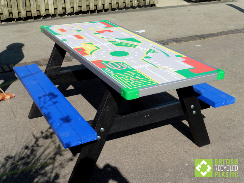 Otley recycled plastic activity table