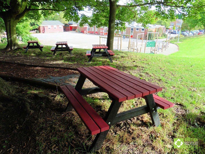Holmfirth junior recycled plastic picnic table