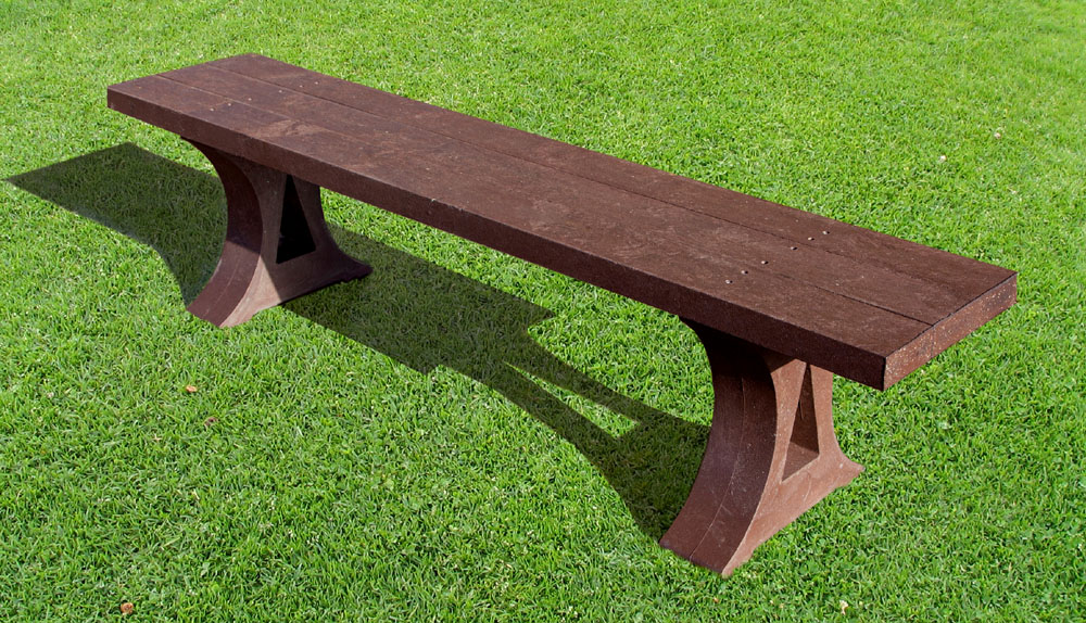 The recycled plastic Oakworth bench from British Recycled Plastic