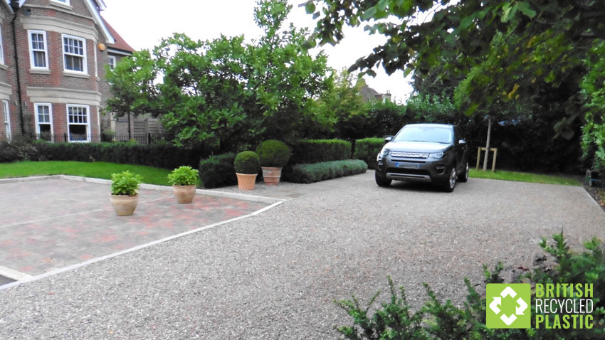 The recycled plastic Hebden X-Grid permeable paving beautifully laid in this private driveway