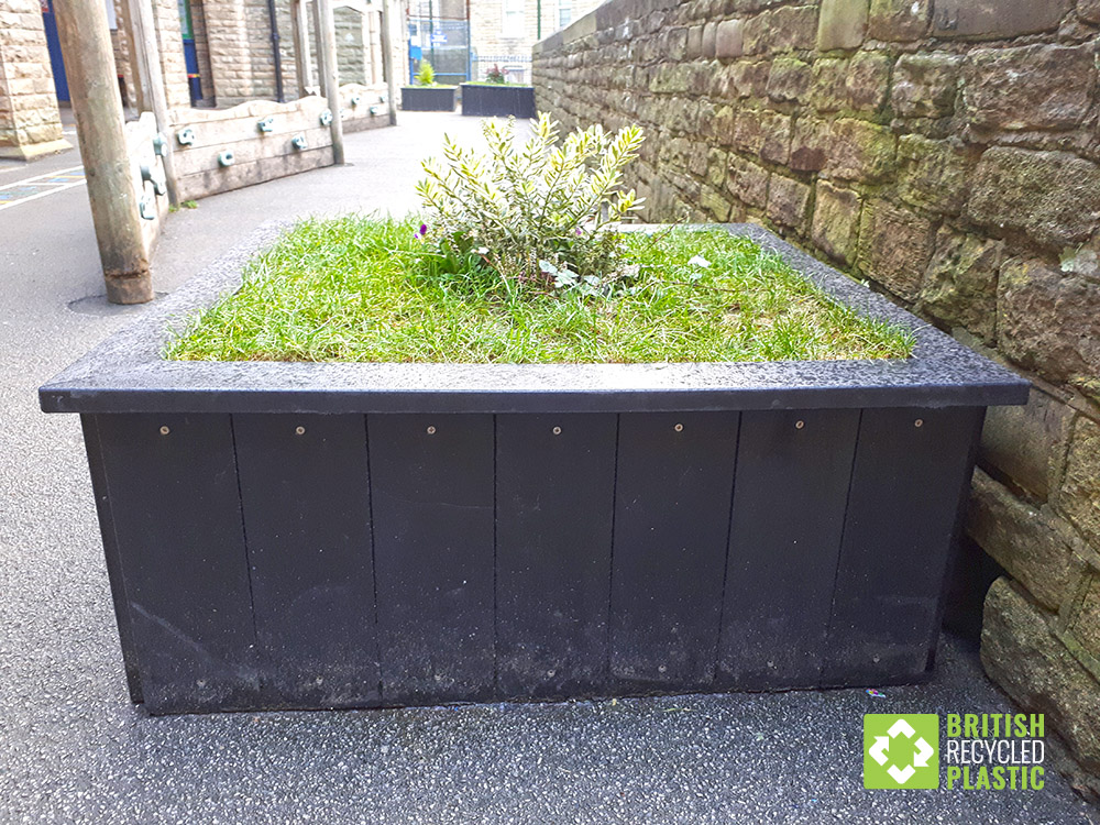 saltaire-recycled-plastic-planter-1