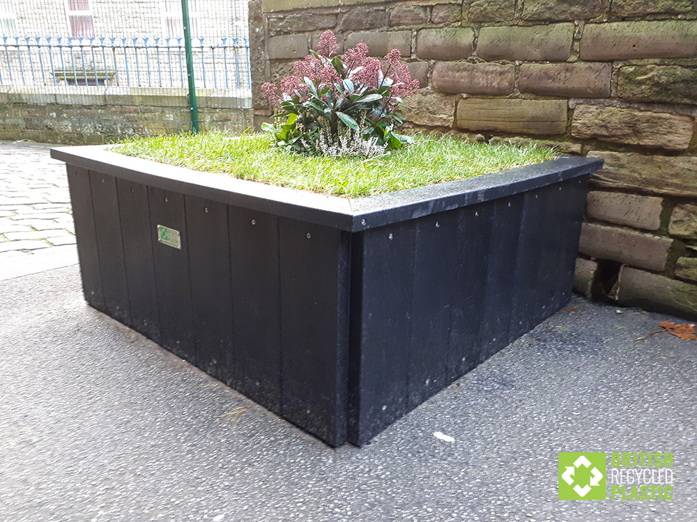 saltaire-recycled-plastic-planter-2