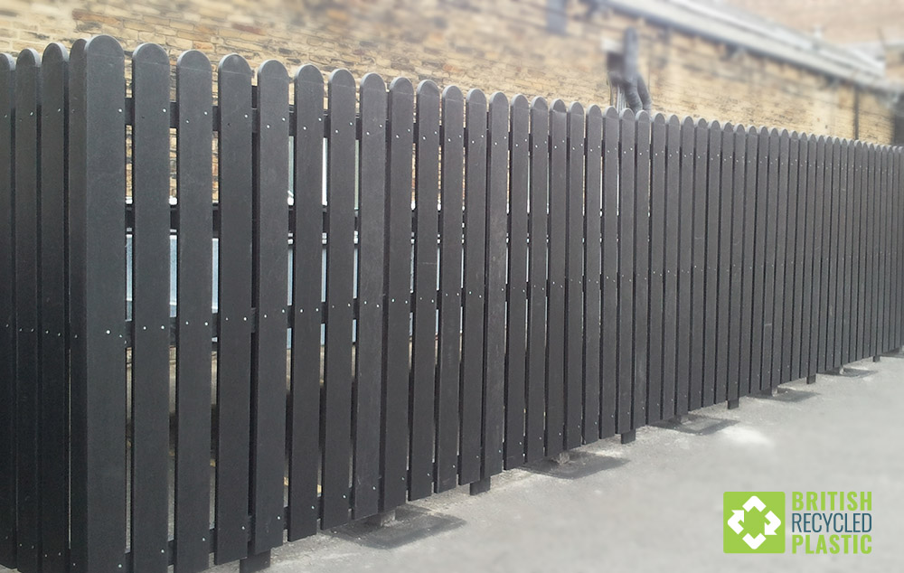Recycled plastic pallisade fencing