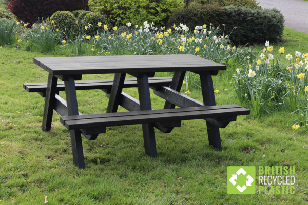 Denholme recycled plastic picnic table