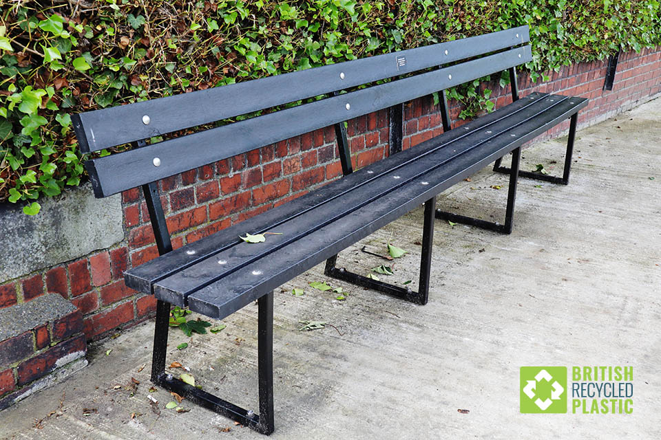 Spen recycled lumber bench