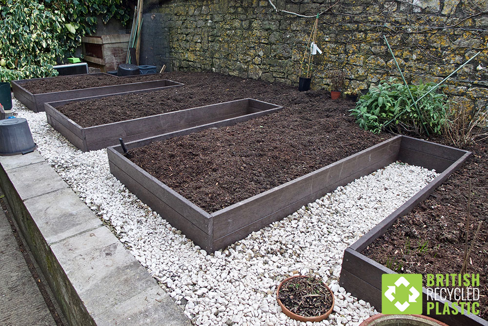 Crenellated recycled plastic raised beds
