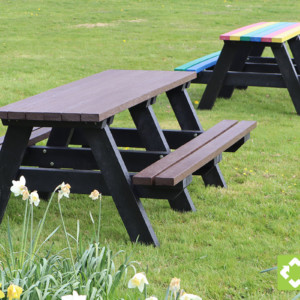 Denholme recycled plastic picnic tables